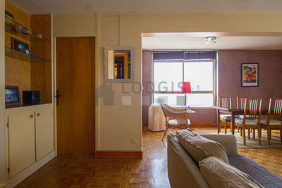 Quiet living room furnished with tv, hi-fi stereo, 1 armchair(s), 4 chair(s)