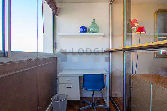Quiet and very bright veranda equipped with desk, shelves