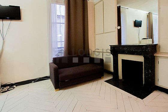 Séjour très calme équipé de 1 canapé(s) lit(s) de 140cm, télé, lecteur de dvd, ventilateur