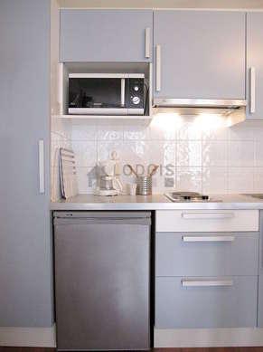 Cuisine dînatoire pour 4 personne(s) équipée de lave linge, réfrigerateur, freezer, hotte