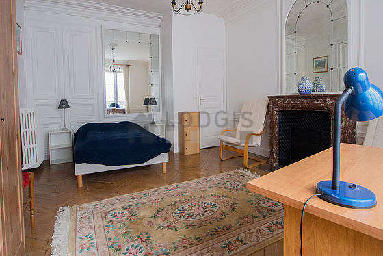 Bright bedroom equipped with tv, 4 chair(s)