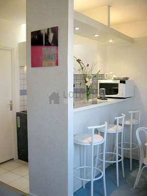 Cuisine dînatoire pour 7 personne(s) équipée de lave vaisselle, plaques de cuisson, réfrigerateur, freezer