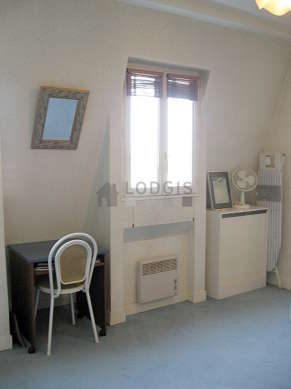 Séjour équipé de 1 canapé(s) lit(s) de 140cm, téléviseur, chaine hifi, ventilateur