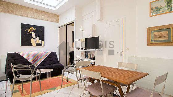 Séjour très calme équipé de 1 lit(s) armoire de 120cm, 1 canapé(s) lit(s) de 140cm, téléviseur, 1 fauteuil(s)