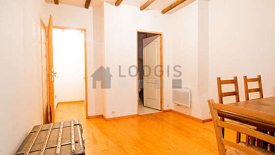 Dining room with its wooden floor for 4 person(s)