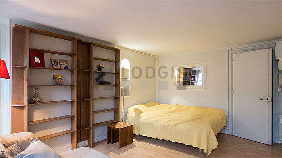 Quiet living room furnished with 1 pullout bed(s) of 90cm, tv, hi-fi stereo, wardrobe