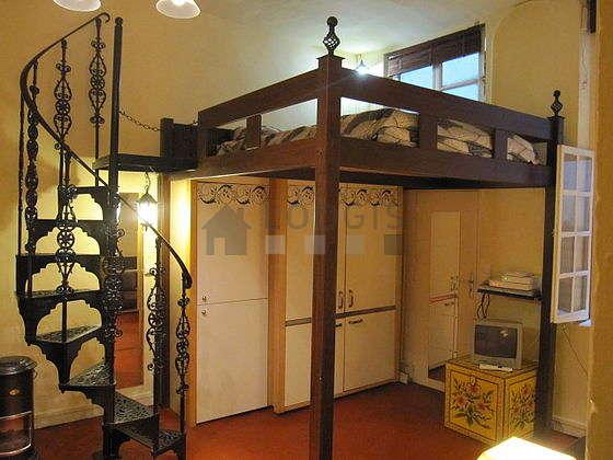 Séjour calme équipé de 1 canapé(s) lit(s) de 120cm, 1 lit(s) mezzanine de 140cm, téléviseur, chaine hifi