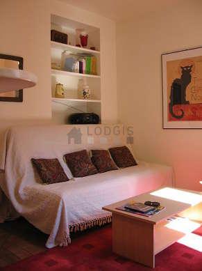 Séjour très calme équipé de 1 canapé(s) lit(s) de 140cm, téléviseur, chaine hifi, 3 chaise(s)
