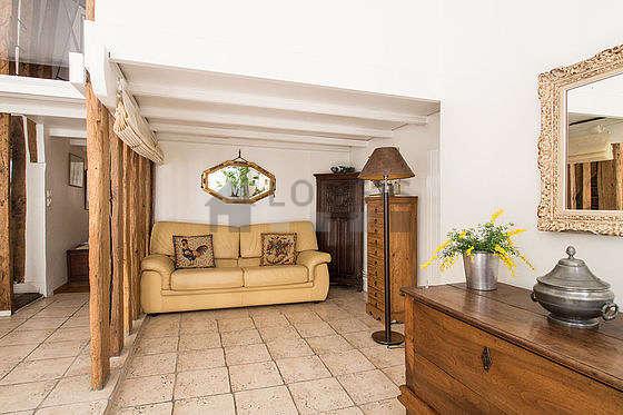 Salon très lumineux équipé de 6 chaise(s)