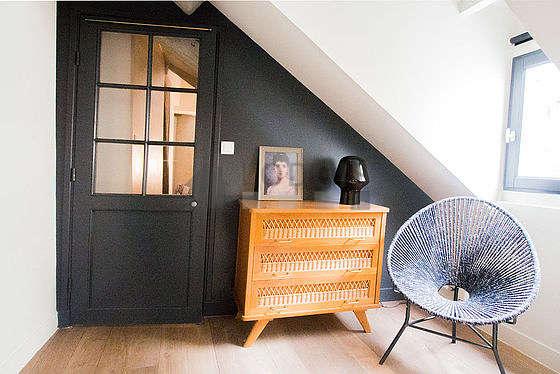 Chambre très calme pour 2 personnes équipée de 1 lit(s) bébé de 0cm, 1 lit(s) gigogne de 90cm