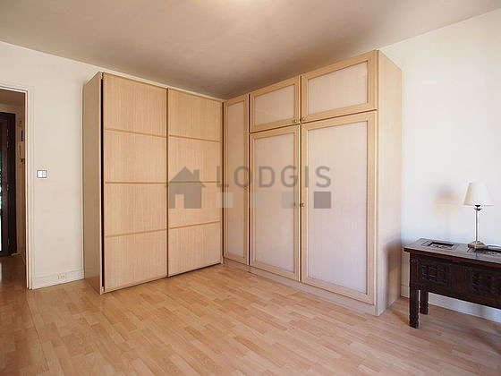 Living room furnished with 1 murphy bed(s) of 140cm, tv, 2 armchair(s), 2 chair(s)