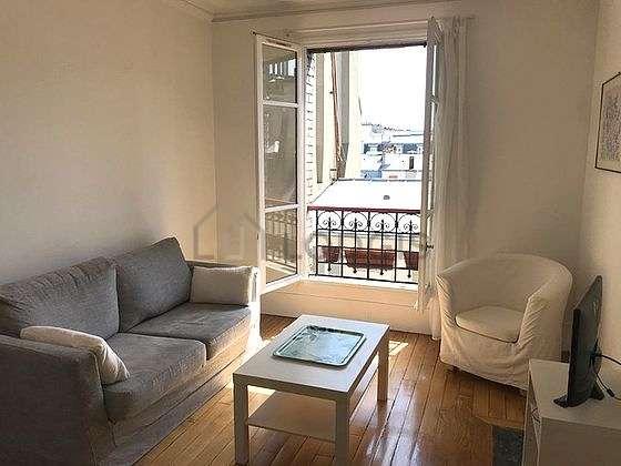 Séjour calme équipé de téléviseur, chaine hifi, 1 fauteuil(s), 5 chaise(s)