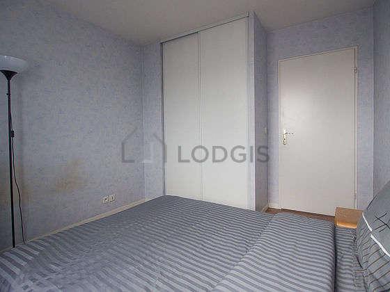 Chambre équipée de placard