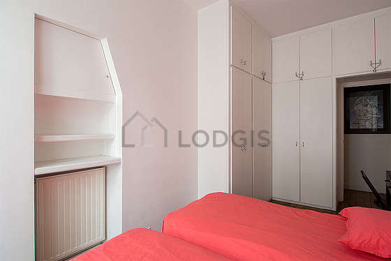 Bedroom for 2 persons equipped with 2 bed(s) of 90cm