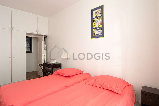 Very bright bedroom equipped with hi-fi stereo, 2 chair(s)