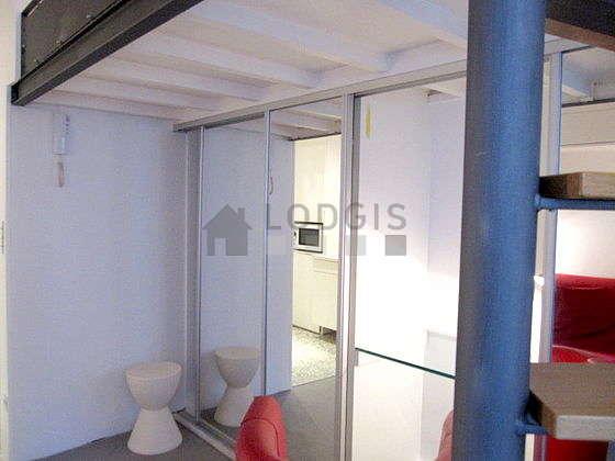 Séjour très calme équipé de 1 lit(s) mezzanine de 140cm, canapé, penderie, placard