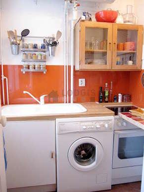 Kitchen of 4m² with floor tiles floor