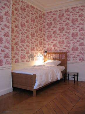 Chambre très calme pour 1 personnes équipée de 1 lit(s) de 90cm