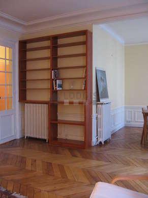 Séjour équipé de 1 canapé(s) lit(s) de 140cm, table à manger, table basse, 6 chaise(s)