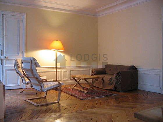 Beau séjour lumineux d'un appartement à Paris