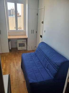 Séjour très calme équipé de 1 canapé(s) lit(s) de 130cm, téléviseur, penderie, placard