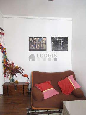Séjour très calme équipé de 1 futon(s) de 90cm, télé, chaine hifi, 2 chaise(s)