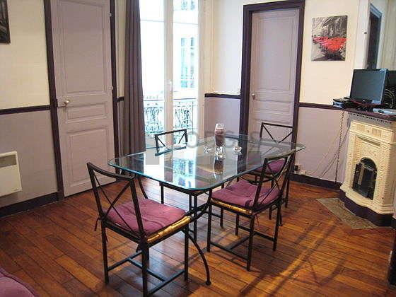 Séjour très calme équipé de 1 canapé(s) lit(s) de 140cm, téléviseur, placard, 4 chaise(s)