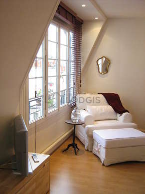 Very quiet living room furnished with 1 bed(s) of 160cm, tv, hi-fi stereo, 1 armchair(s)