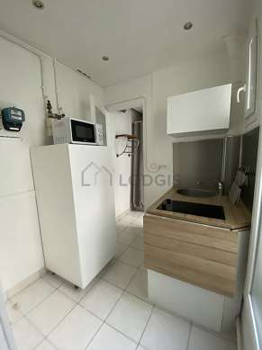 Beautiful kitchen of 2m² with tile floor