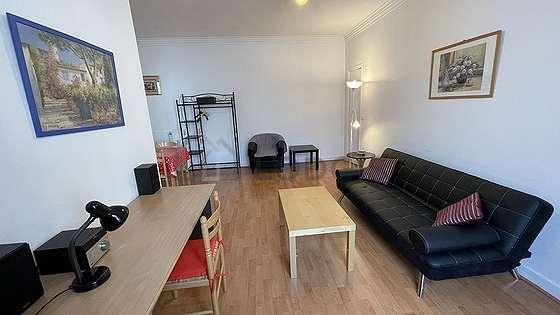 Séjour calme équipé de 1 canapé(s) lit(s) de 120cm, téléviseur, chaine hifi, 2 fauteuil(s)