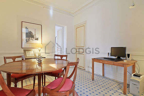 Dining room of 12m² equipped with dining table, cupboard