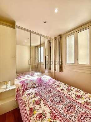 Bedroom of 10m² with its wooden floor