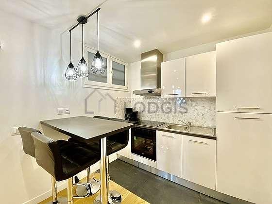 Belle cuisine de 8m² avec du carrelage au sol