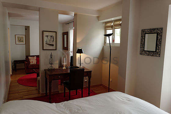 Very quiet and bright alcove equipped with 1 bed(s) of 140cm, tv, 1 chair(s)