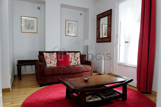 Very quiet living room furnished with 1 infant bed(s) of 0cm, 1 sofabed(s) of 120cm, hi-fi stereo, closet