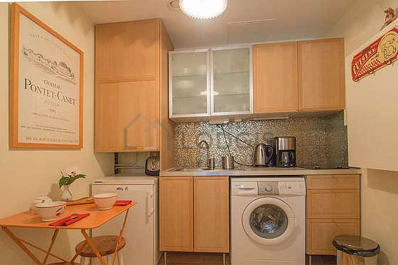 Cuisine dînatoire pour 3 personne(s) équipée de lave linge, réfrigerateur, freezer, vaisselle