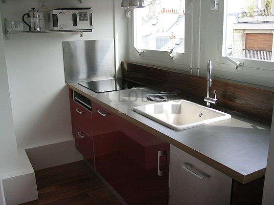Magnifique cuisine de 3m² avec du parquet au sol