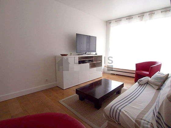 Séjour calme équipé de 1 lit(s) armoire de 160cm, téléviseur, lecteur de dvd, 2 fauteuil(s)