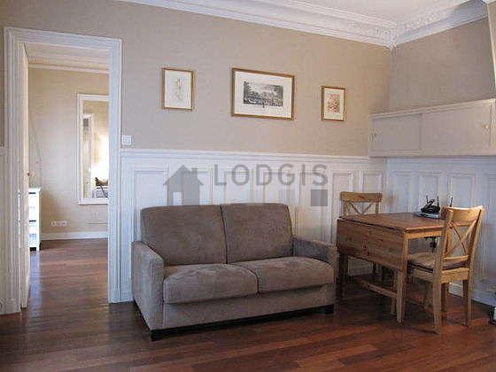 Séjour très calme équipé de 1 canapé(s) lit(s) de 120cm, téléviseur, lecteur de dvd, 2 chaise(s)