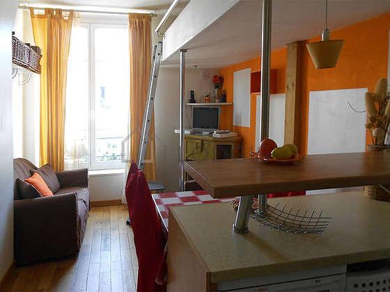 Séjour équipé de 2 lit(s) mezzanine de 90cm, 1 canapé(s) lit(s) de 120cm, téléviseur