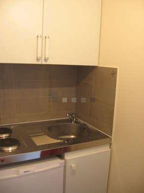 Belle cuisine de 1m² avec du carrelage au sol