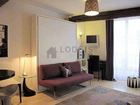 Séjour calme équipé de 1 lit(s) armoire de 160cm, téléviseur, chaine hifi, ventilateur