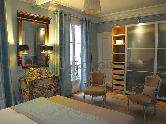 Very quiet bedroom for 3 persons equipped with 1 infant bed(s) of 0cm, 1 bed(s) of 160cm