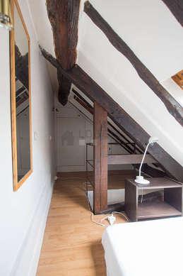 Belle mezzanine équipée de placard