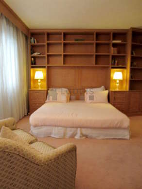 Bedroom for 2 persons equipped with 1 bed(s) of 180cm
