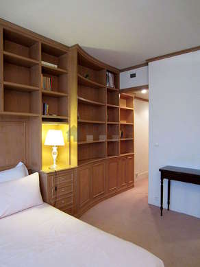 Bedroom equipped with tv, dvd player, 1 chair(s)