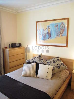 Bedroom for 2 persons equipped with 1 bed(s) of 140cm