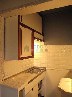 Cuisine dînatoire pour 4 personne(s) équipée de plaques de cuisson, réfrigerateur, freezer, hotte
