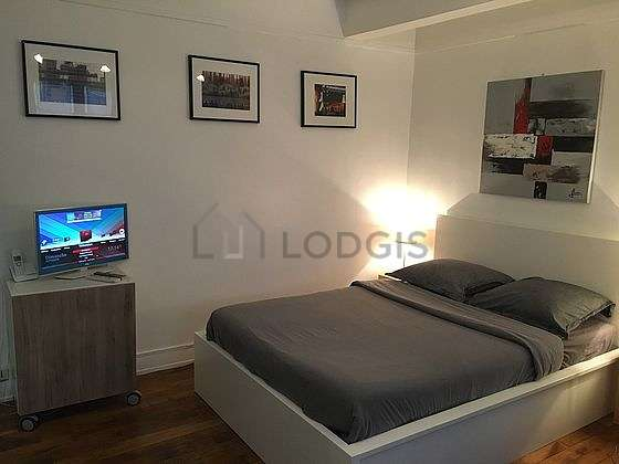 Very quiet living room furnished with 1 sofabed(s) of 80cm, 1 bed(s) of 160cm, tv, hi-fi stereo