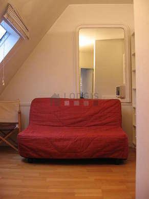 Salon de 5m² avec du parquet au sol